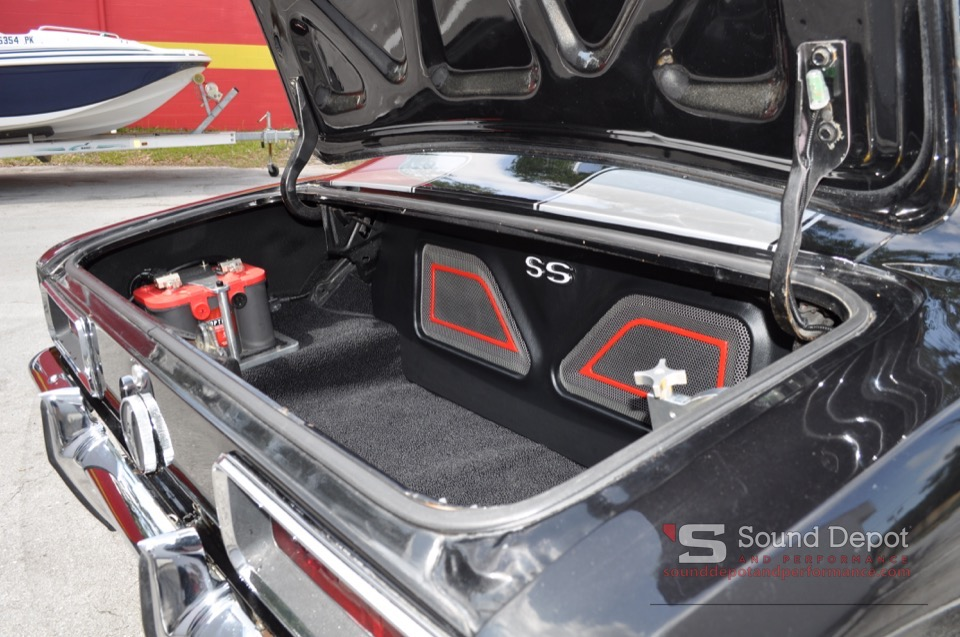 Classic \'68 Camaro Gets Big Audio With Integrated Fab!